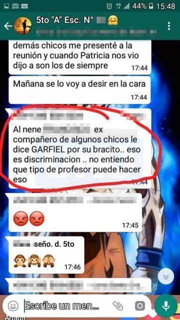 Indignados. Los padres en el grupo de whatsapp repudiaron el docente.