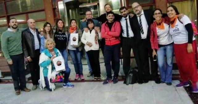 Abrazo. La Asociación Compromiso con Voz acompañando a las víctimas y a familiares en Villaguay.