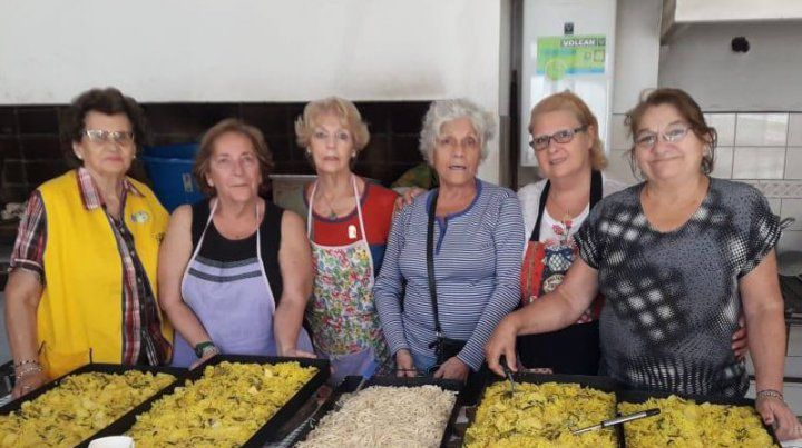 Solidarias. Integrantes del Club realizan una loable labor para que más gente pueda acceder a un alimento.
