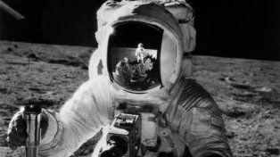Apolo 11 . Fue una misión espacial tripulada de Estados Unidos para que los humanos caminaran en la Luna.