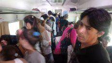 pasajeros de colectivos varados por el paro sorpresivo de choferes se volcaron al ferrocarril