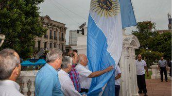 Emoción. Excombatientes estuvieron en la ceremonia realizada ayer en el centro de Paraná.
