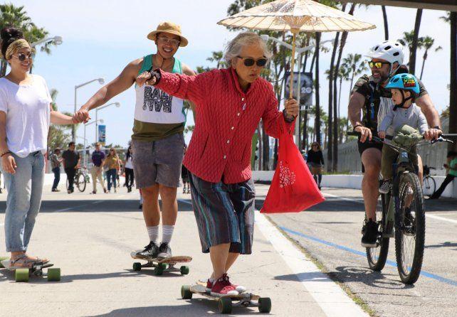 En Long Beach abrieron la pista de carreras para la movilidad no motorizada