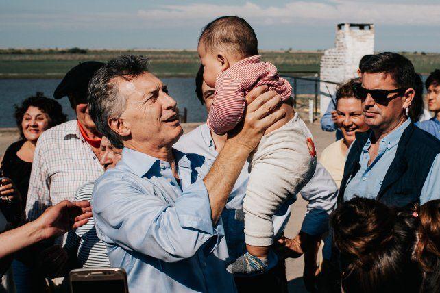 Con un bebé de Puerto Ruíz.