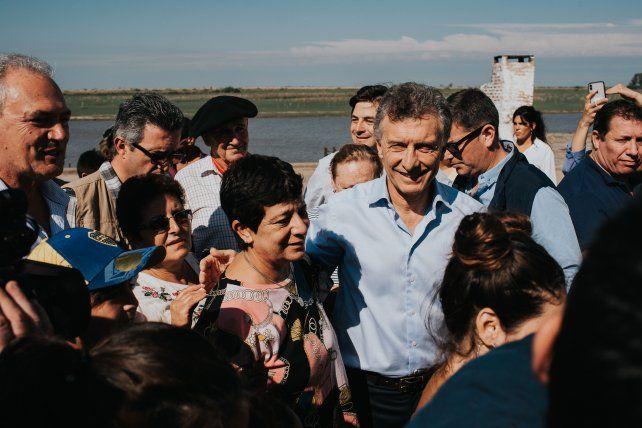 Macri escuchó a los vecinos de Puerto Ruiz.