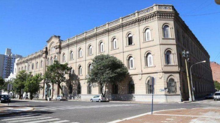 Escándalo en Santa Fe: profesora tenía sexo con alumno de 14 y enviaba pornografía