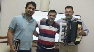 Músicos. Jonathan Efstathapulos, Ricardo Sosa y Raúl Planiscig, tres de los integrantes de La Cumbiambera.
