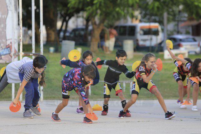Sumaron experiencia. Las chicas y chicos siguen entrenando pensando en el Regional. Lo hicieron en el barrio Aatra III bajo la conducción de Aylén Tuya de la Selección nacional.