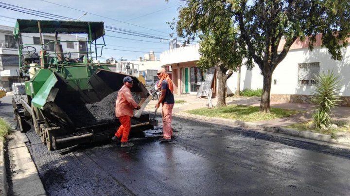 El plan de recuperación vial prosigue a paso firme en distintos puntos de la ciudad