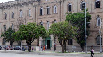 santa fe: la docente acusada de corrupcion de menores habria sido y extorsionada por alumnos