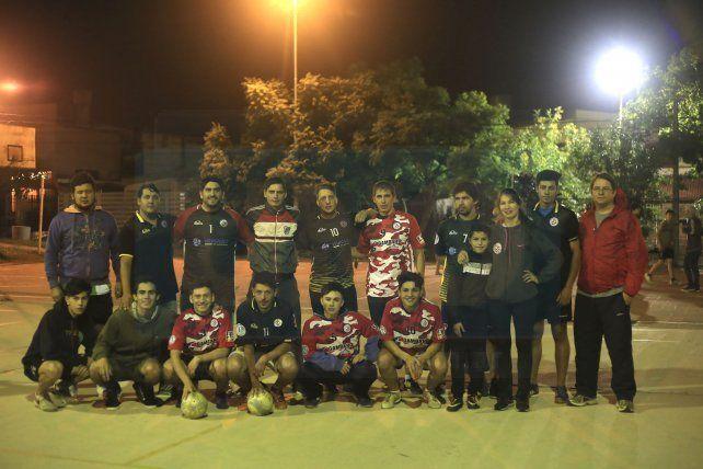 Unidos. Los integrantes de los planteles del Rojo se reunieron en el polideportivo para dialogar con Ovación y manifestar su compromiso por el Rojo.