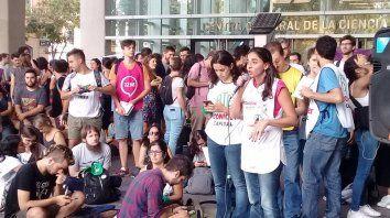nada para celebrar: en el dia mundial del investigador, se movilizan contra el ajuste