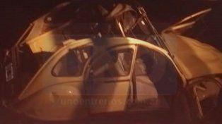 Una pareja debió ser hospitalizada tras volcar el Citroën 3CV en el que viajaban