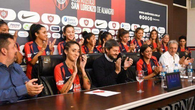 San Lorenzo oficializó 15 contratos de fútbol femenino
