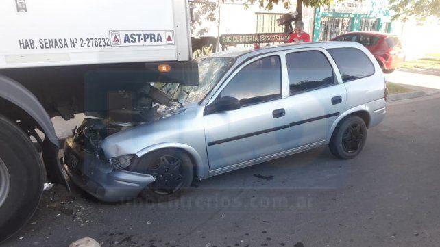 Paraná: Automóvil se incrustó en un camión que estaba estacionado
