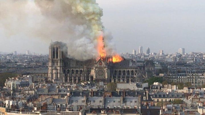 Incendio en la catedral de Notre Dame de París.