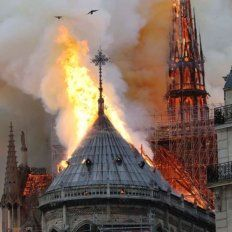 VIDEO: Así caía la cúpula de la catedral de Notre Dame