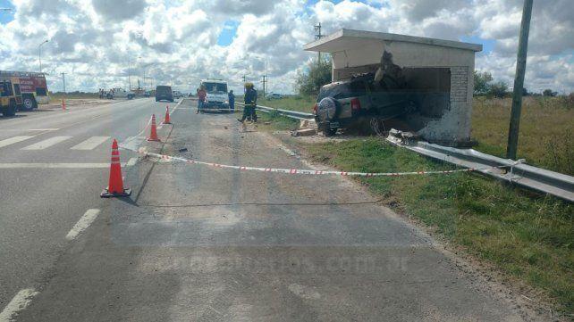 Ruta 12: Una persona murió al incrustarse su camioneta en una garita