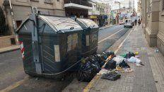 viernes santo:  explotan los contenedores de basura en parana
