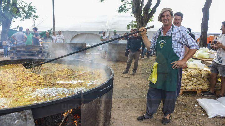 La Gran Paella de Paraná llenó de aromas la Rotonda del puerto