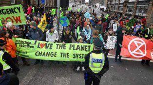 Londres. La rebelión contra el sistema de vida gana las calles.