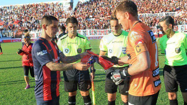 De Primera. El 7 de febrero de 2016 hizo su debut en la máxima categoría ante San Lorenzo.
