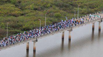 Foto Archivo de la marcha al puente.25/04/2010