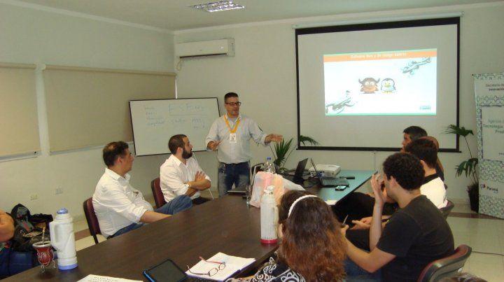 Christian Balda en la jornada de divulgación sobre Software Libre que realizaron en la Municipalidad de Paraná.