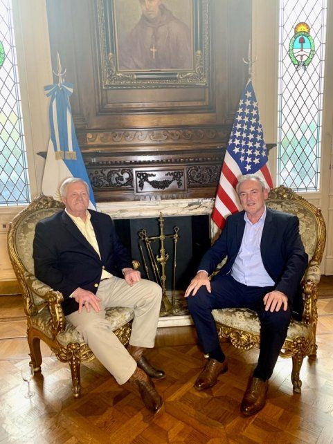 Benedetti se mostró con un alto funcionario estadounidense
