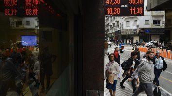 En la city porteña, hace una semana, el dólar cotizaba un peso menos.