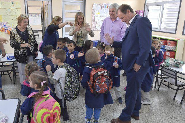 Bordet: Celebramos una definición de priorizar a los niños en las aulas