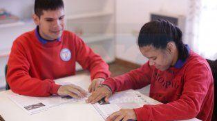 Con Tacto, el primer periódico en Braille y tinta del mundo, cumple 10 años junto a UNO
