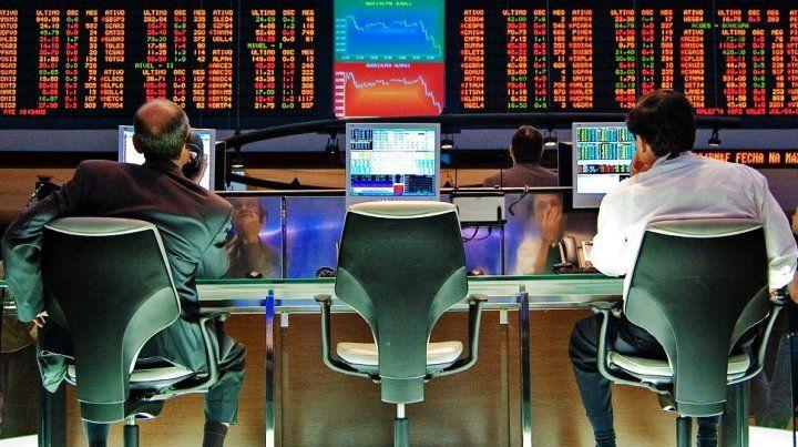 Mercados optimistas: el Riesgo País bajó 20% en un mes