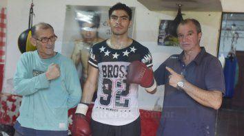 Entusiasmado. Cuello, Aquino y su papá Carlos en un alto en el entrenamiento que El Terrible lleva adelante en las instalaciones de Palermo.