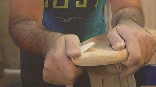 Un artesano de la madera.