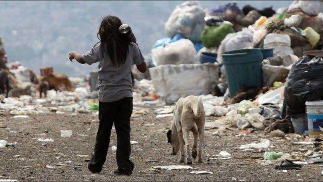 Sin derechos. Entre 2017 y 2018 unos 600.000 niños de 0 a 17 años cayeron debajo de la línea de la pobreza.