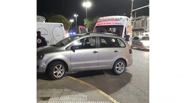 Una ambulancia colisionó contra un auto que pasó el semáforo en verde