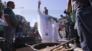 Contra el ajuste: Trabajadores y desocupados compartieron una olla popular en plaza 1° de Mayo