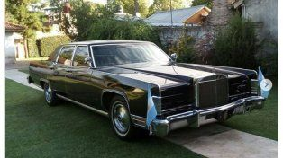 Pusieron en venta el Ford Lincoln Continental que usó Raúl Alfonsín