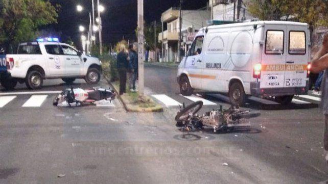 Dos motocicletas colisionaron en la intersección de avenida Ramírez y Pasteur