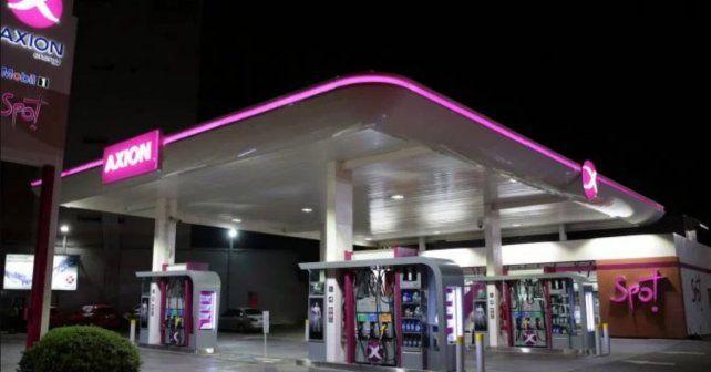 Axion recortó el aumento inicial y bajó sus combustibles un 2%