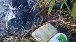 Encontraron otro bolso con droga atado a bidones flotando cerca de Villa Urquiza