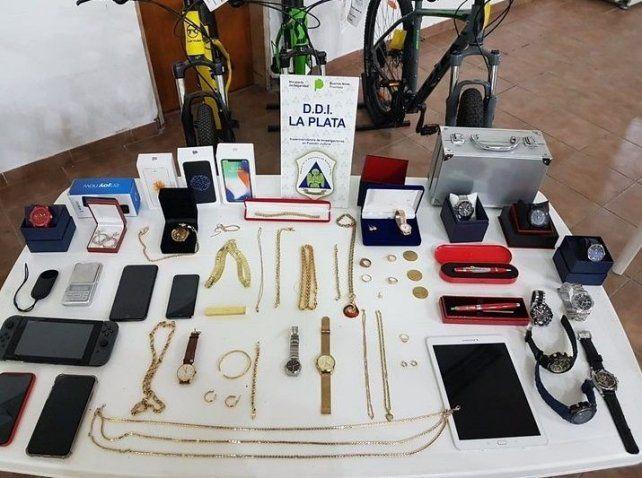 Objetos secuestrados en los domicilios de los acusados