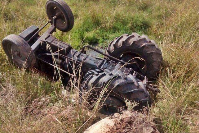 Murió aplastado mientras manejaba un tractor ajeno