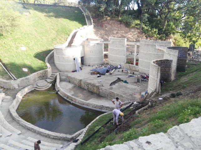 Obra básica de reconstrucción ya concluida en el anfiteatro del Parque Urquiza