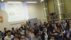 Los asistentes a la cátedra llenaron el aula 24.