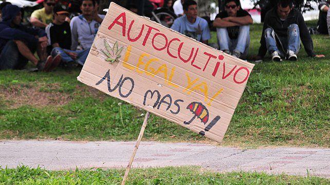 Cartel confeccionado para la Marcha Mundial de la Marihuana en Paraná03/05/2014.