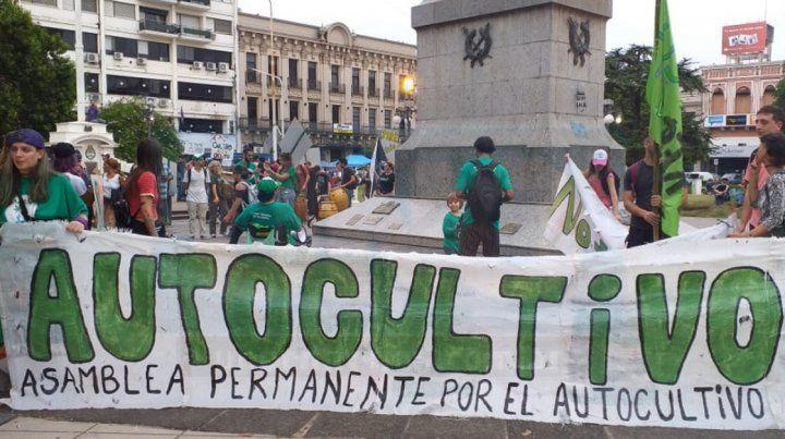 Minutos antes de comenzar la marcha en la plaza 1° de Mayo.