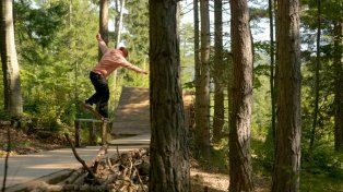 Mauro Iglesias se divirtió andando en skate por un bosque de Viena