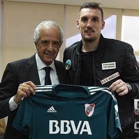 El presidente junto a Armani.